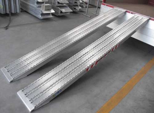 Aluminium oprijplaten Metalmec met profiel voor rupsbanden