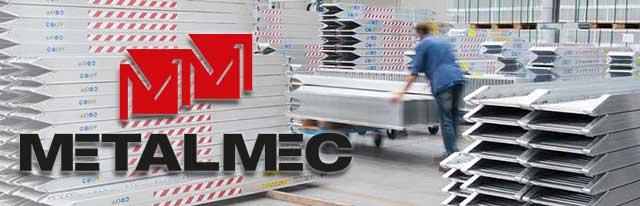 Oprijplaten in het expeditiecentrum en magazijn van de Metalmec fabriek in Itaië